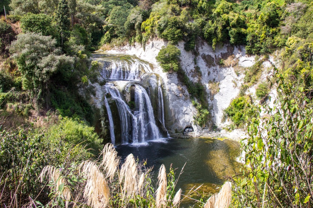A waterfall beside the Turakina Valley Road. Where? Yes, exactly, but it's right there, beside the road.