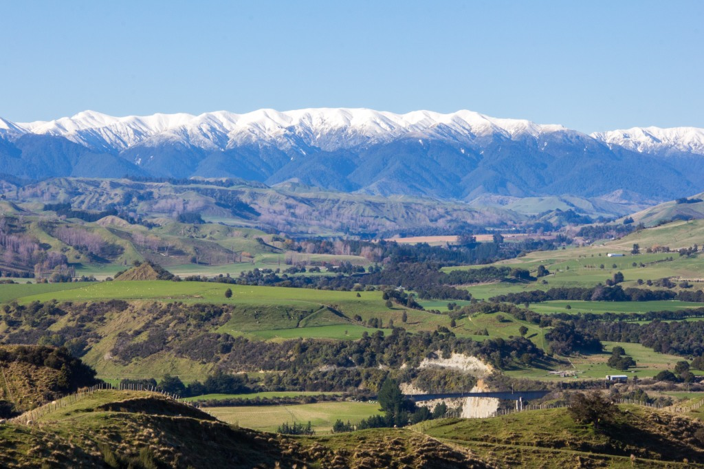The Ruahine Ranges again, looking across the Rangitikei River Valley. Snowy and sunny. A perfectly photogenic combination