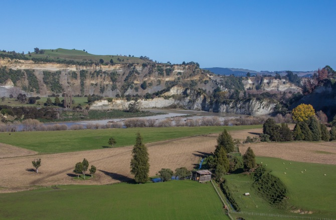 Looking down at the Rangitikei River cliffs from Otara road. There is an Otara in Auckland, it's quite different to this Otara.