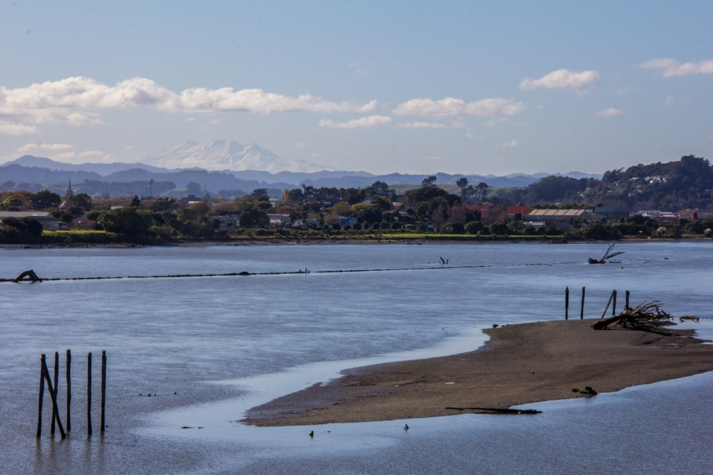 Whanganui River, with Mt Ruapehu in the distance, 120 kilometres distant. That's a 9,117 foot high volcano, 120 kilometres away.