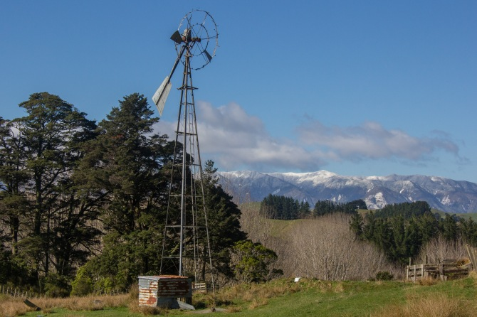 That's a 'Southern Cross' Windmill. I think it's best days are behind it, as are the mountains.