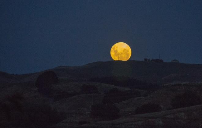 Same moon, a bit earlier.