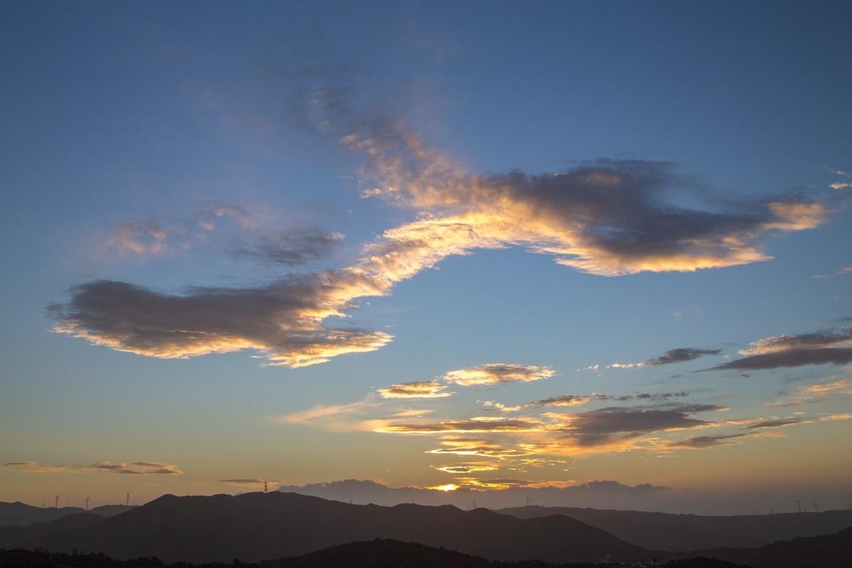 makara-sunset-cloud