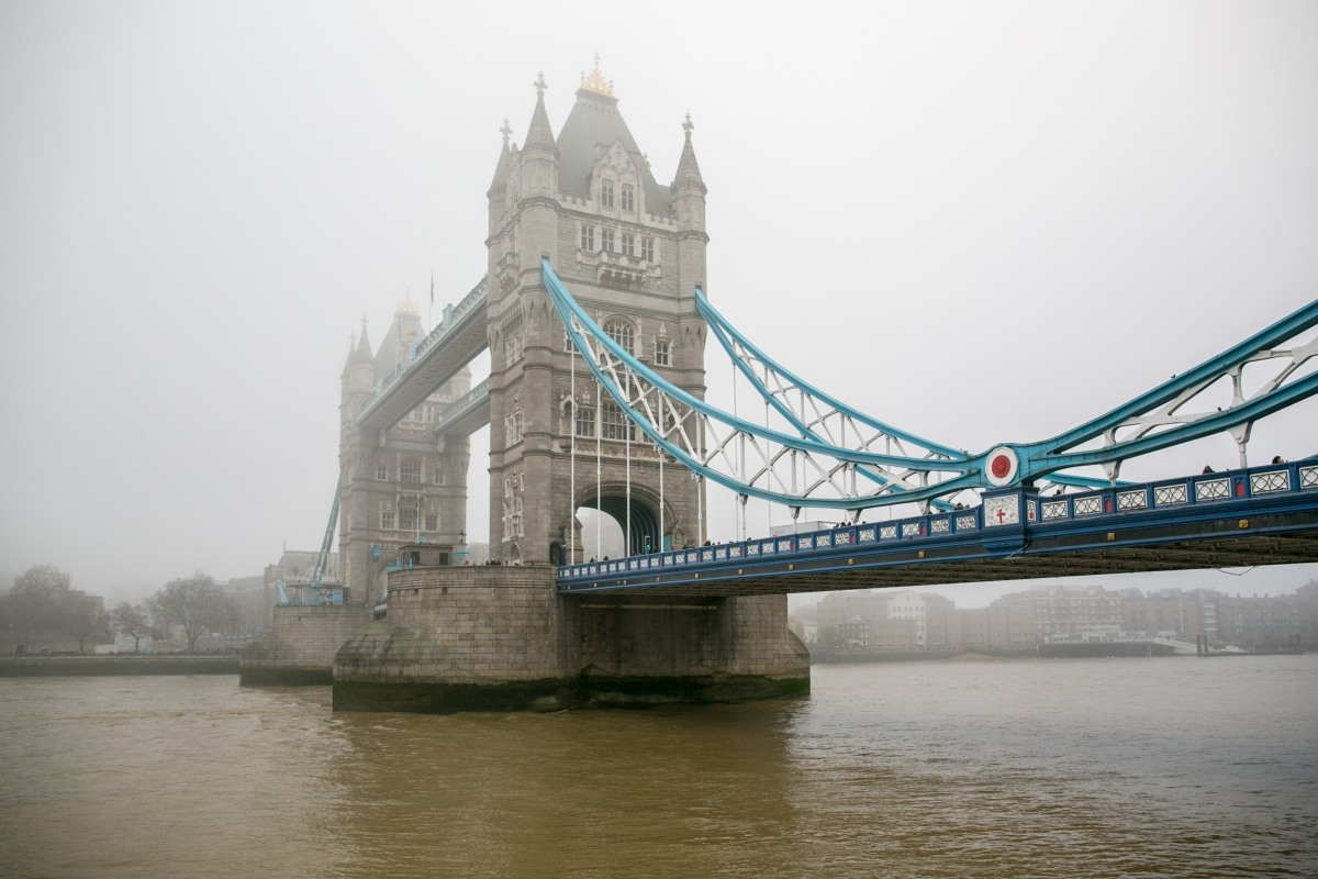tower-bridge-fog