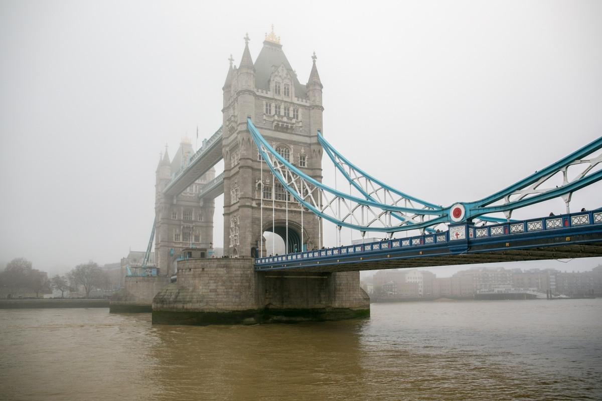 tower-bridge-fog
