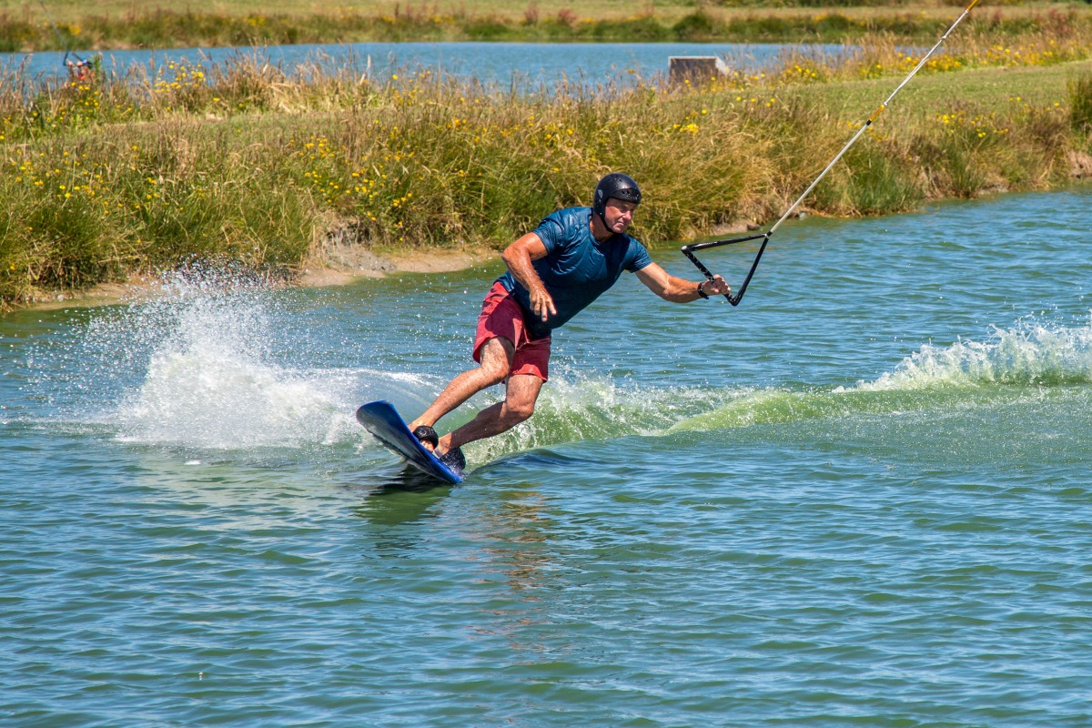 Wake boarding one handed