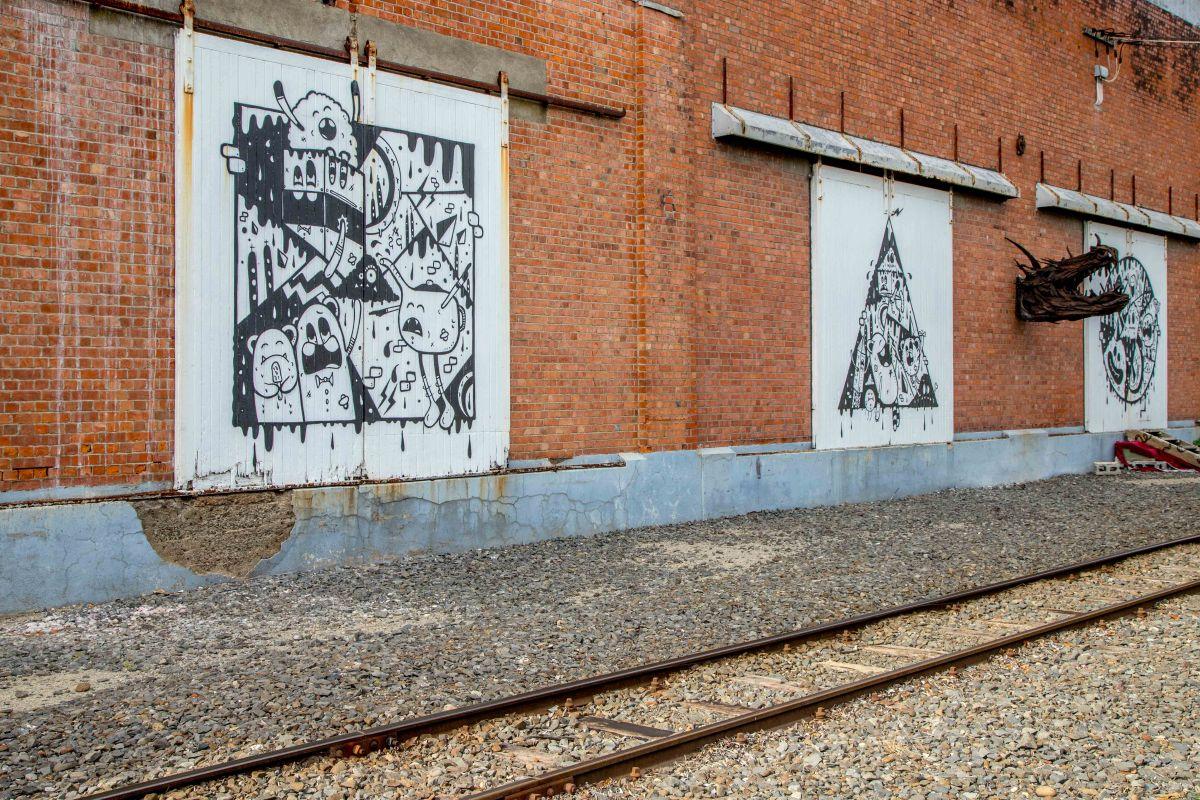 Rail mural